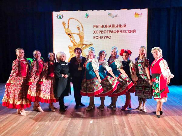 Коллектив танцоров-воспитателей «Тобольские жемчужины» поблагодарил местных представителей «Единой России»