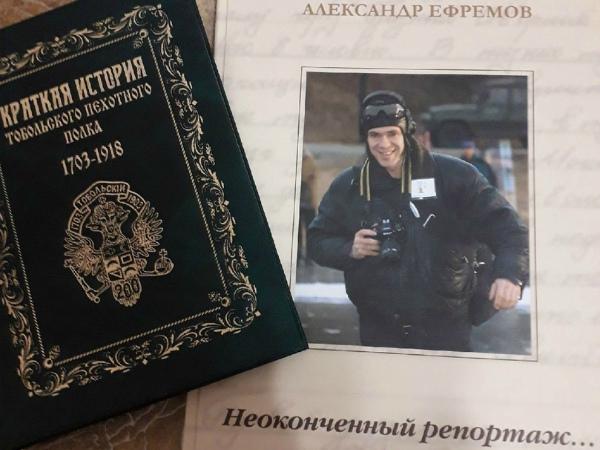 Сергей Вакарин подарил книги библиотеке и музею школы № 1